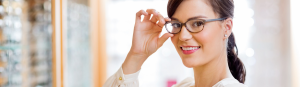 woman try on glasses